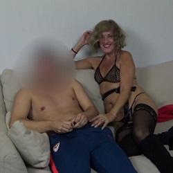 Veronika Less imparte una clase de sexo a un pichón inexperto